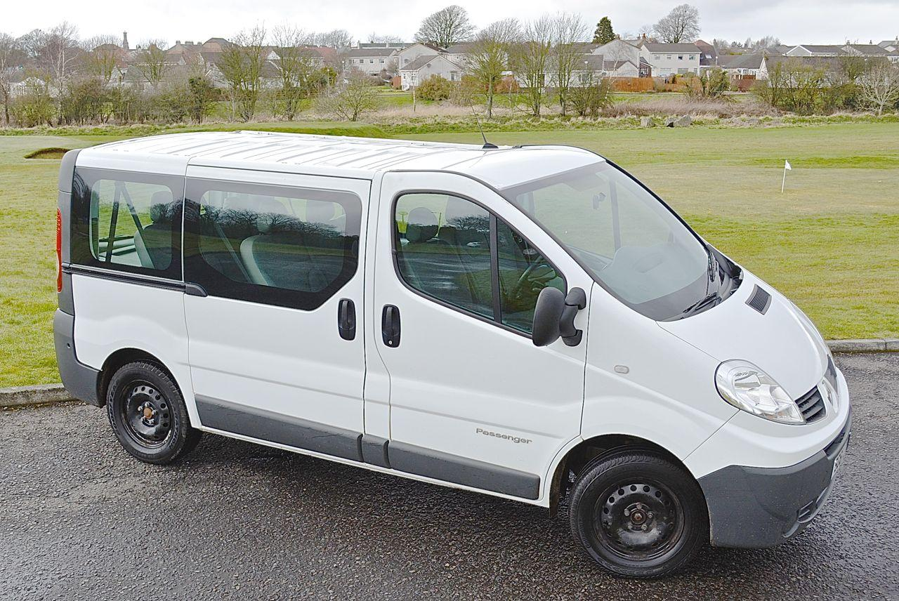 renault trafic passenger sl27 dci 115 guaranteed car finance. Black Bedroom Furniture Sets. Home Design Ideas